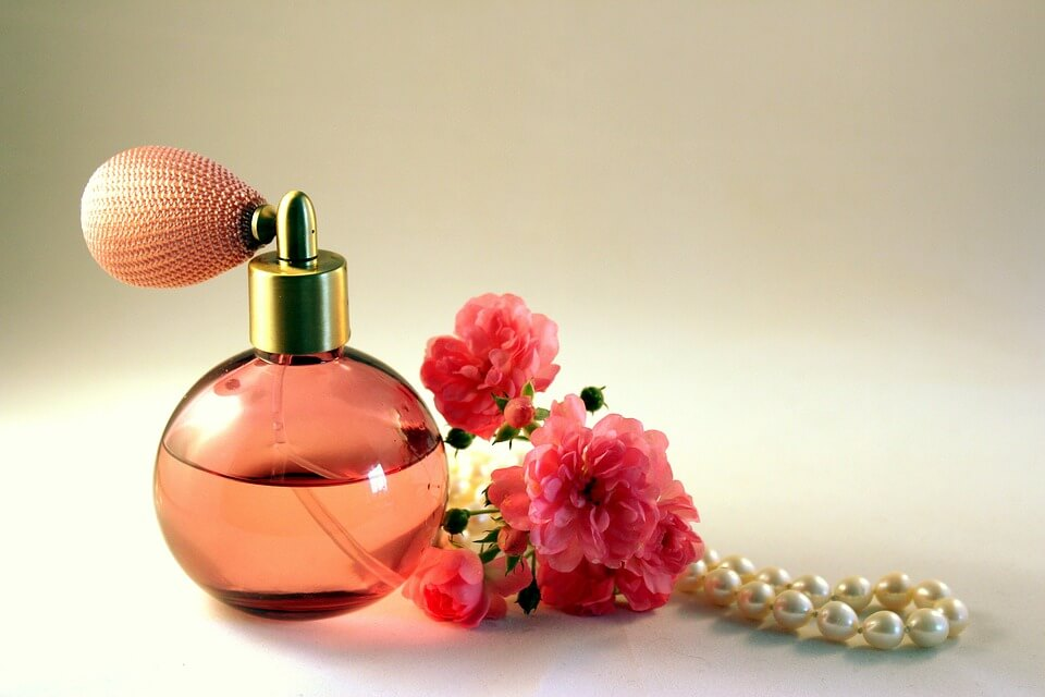 Featured Image of How to Wear (Use) Perfume the Right Way – Women's Perfume Guide